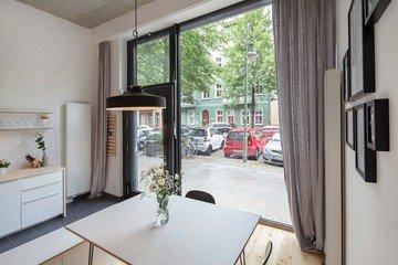Berlin conference rooms Patio / Cour extérieure Helle Designer Wohnung / Büro image 1