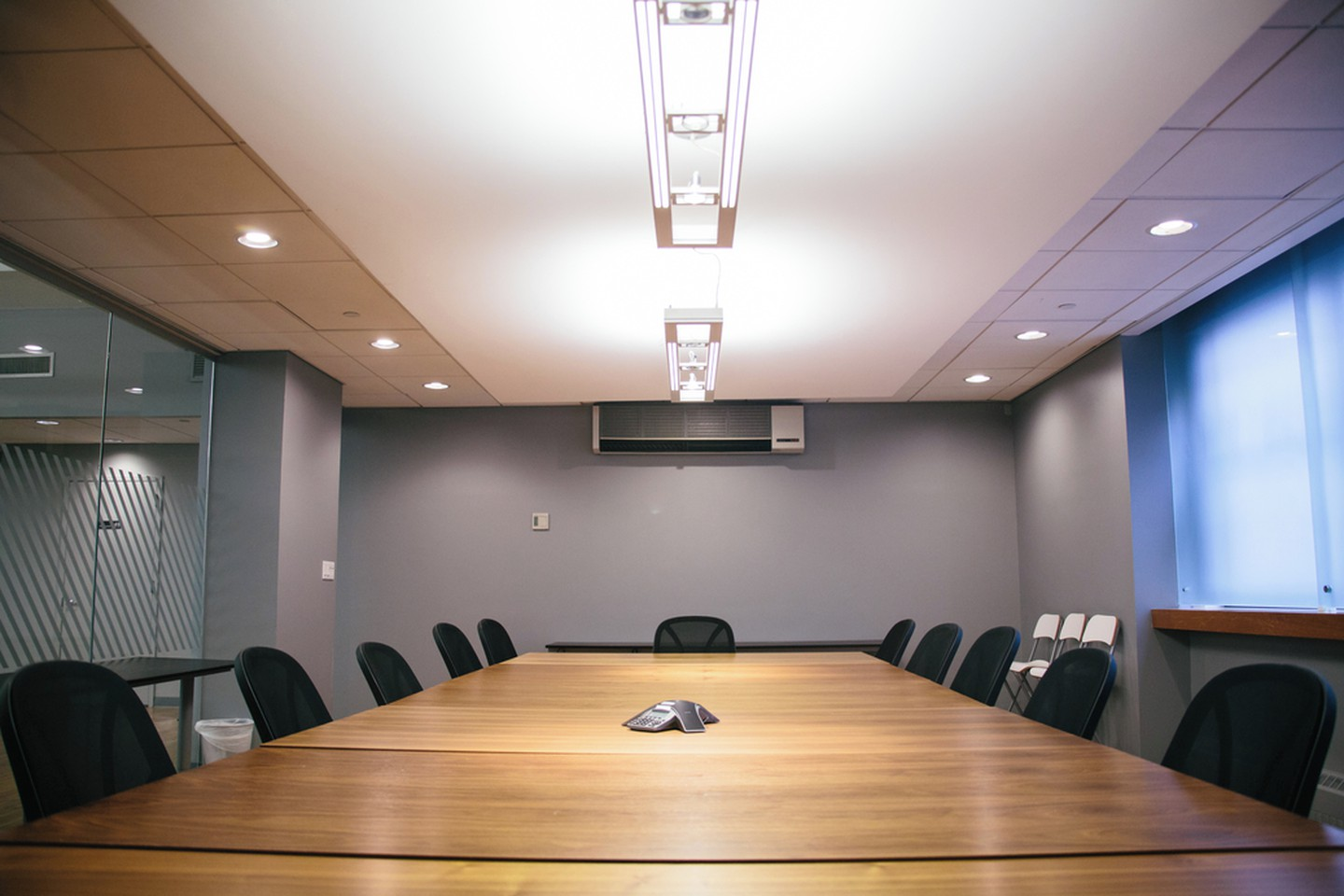 NYC conference rooms Salle de réunion Voyager HQ Board Room image 2
