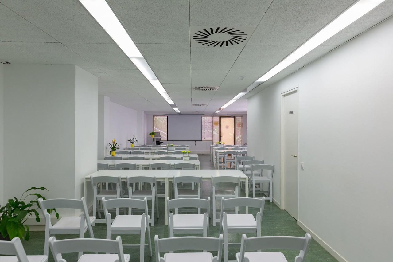 Barcelona training rooms Coworking space Start2bee Travessera image 1