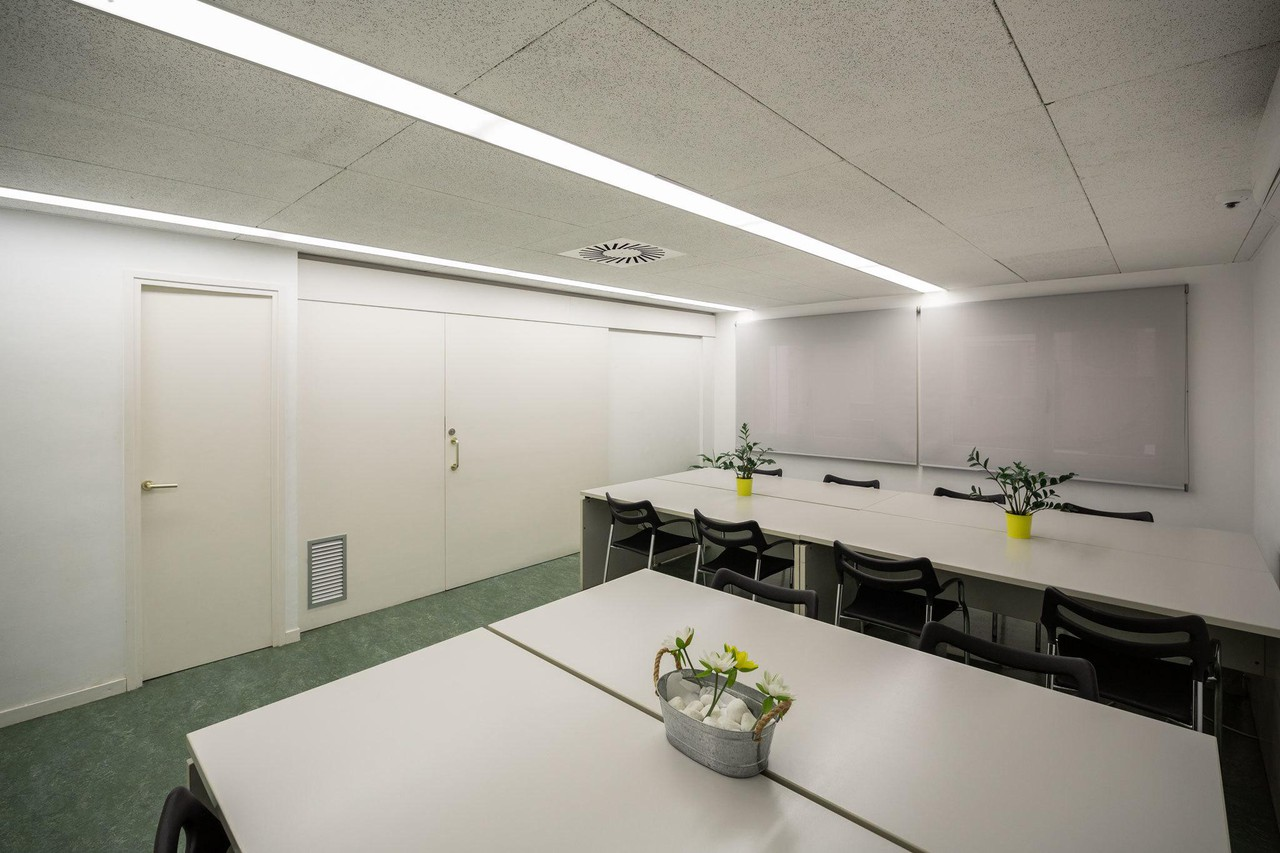 Barcelona training rooms Coworking space Start2bee Travessera image 0