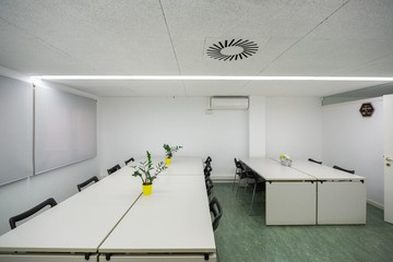 Barcelona training rooms Coworking space Start2bee Travessera image 2