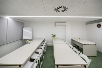 Barcelona training rooms Coworking space Start2bee Travessera image 4