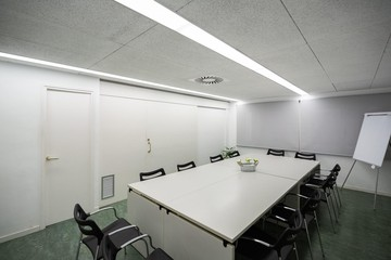 Barcelona training rooms Coworking space Start2bee Travessera image 6
