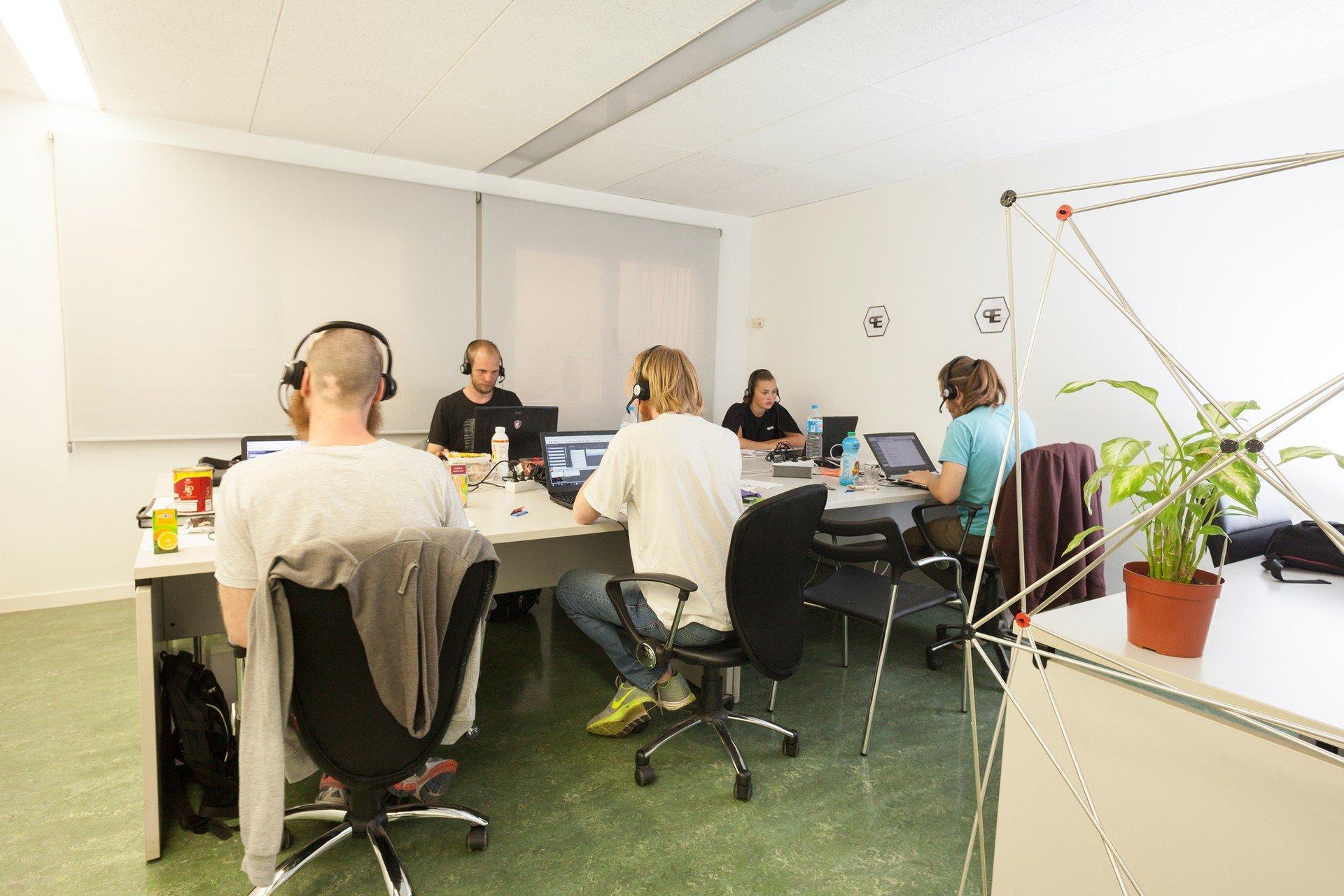 Barcelone training rooms Espace de Coworking Start2bee Travessera image 0