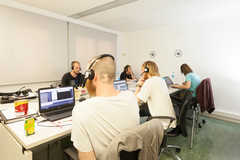 Barcelone training rooms Espace de Coworking Start2bee Travessera image 1