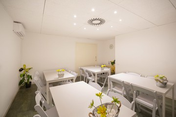 Barcelona training rooms Coworking space Start2bee Travessera image 5