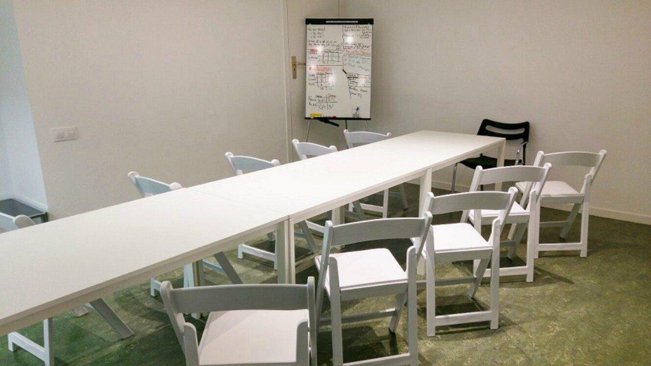 Barcelone training rooms Espace de Coworking Start2bee Travessera image 4
