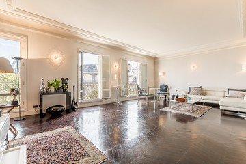 Paris corporate event venues Lieu Atypique Appartement rue Franklin Roosevelt image 0