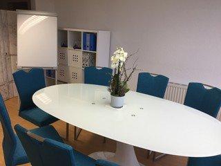 Frankfurt am Main seminar rooms Meetingraum Heller moderner Besprechungsraum image 2