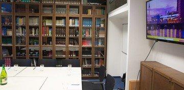 Berlin conference rooms Meetingraum Bibliothek image 1