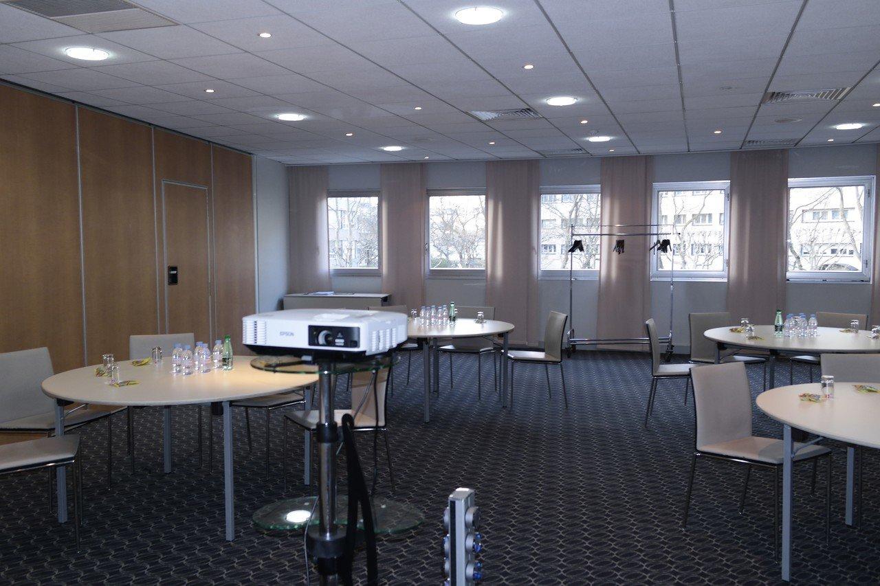 Paris  Salle de réunion DOW JONES image 0