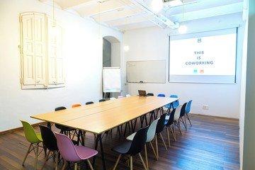 Barcelona  Meeting room CREC Coworking Eixample - Sala Sheldon Cooper image 3