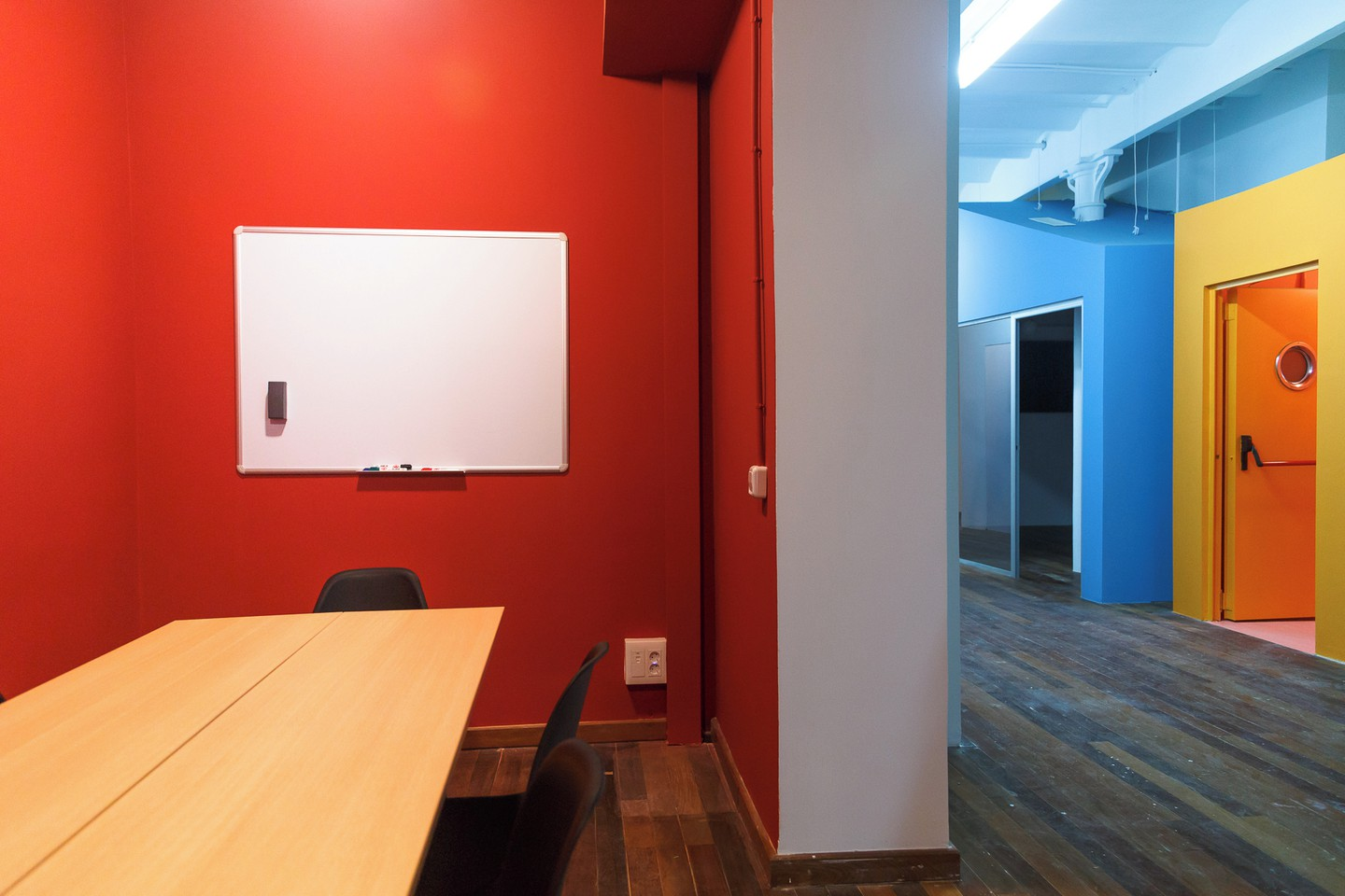 Barcelona training rooms Meetingraum CREC Coworking Eixample -Meeting Room Moulin Rouge image 3