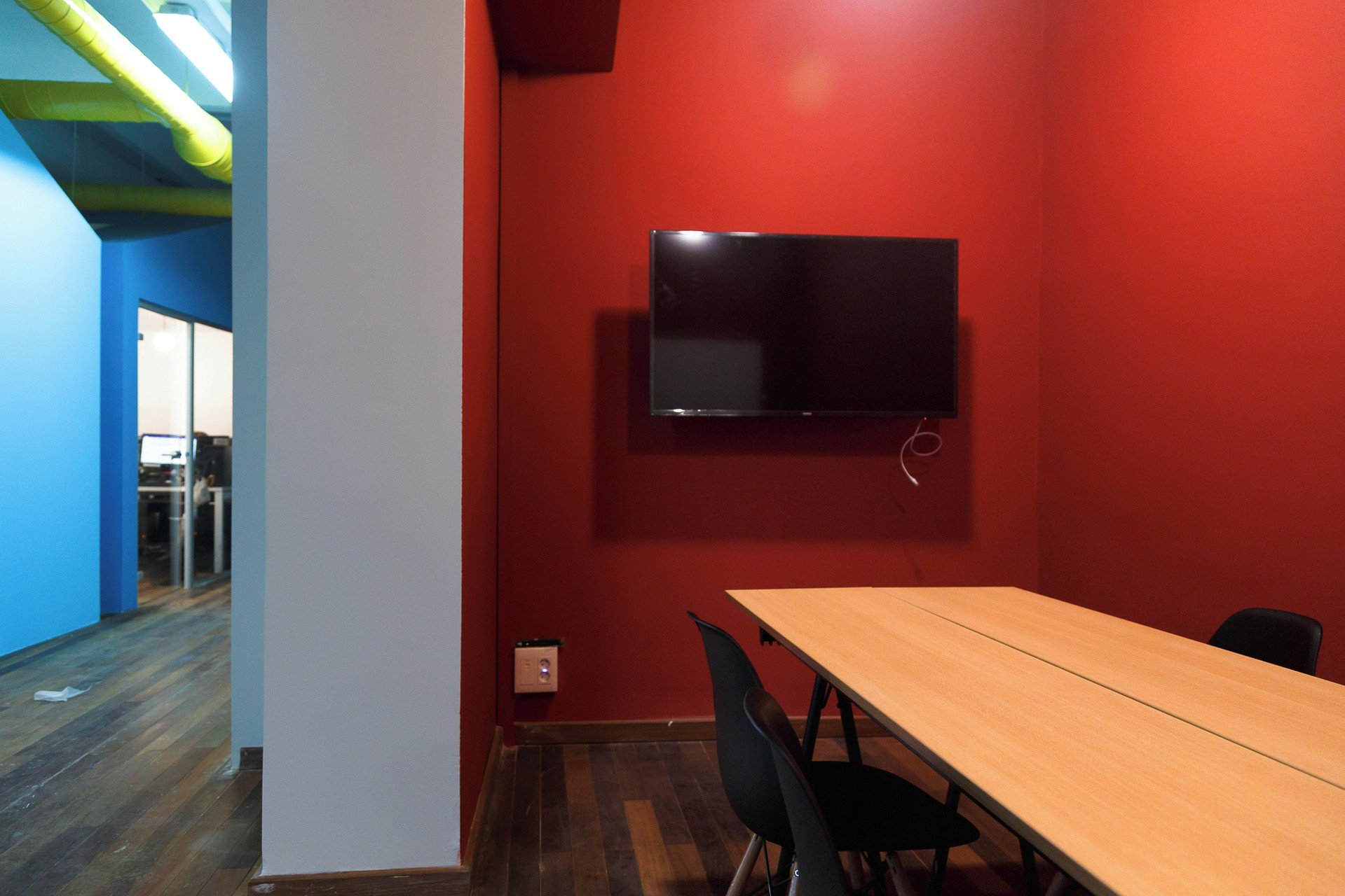 Barcelona training rooms Meetingraum CREC Coworking Eixample -Meeting Room Moulin Rouge image 1