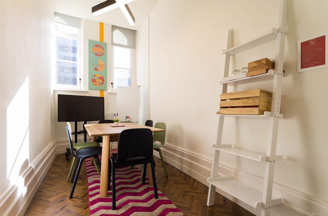 Manchester training rooms Espace de Coworking Headspace Manchester - Boardroom for 6 (CA) image 1