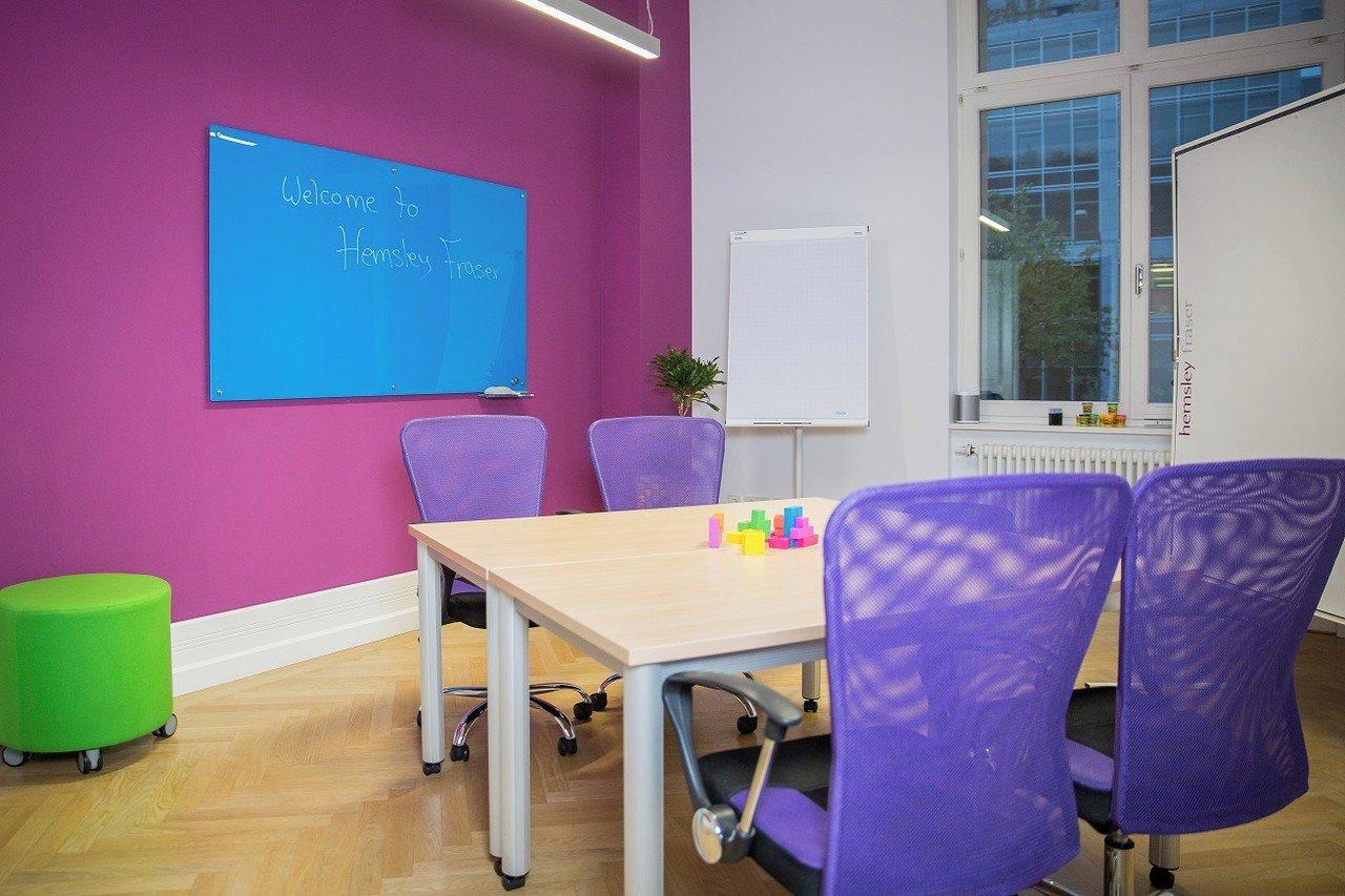 Francfort conference rooms Salle de réunion Hemsley Fraser - Trainingsraum Pink image 1