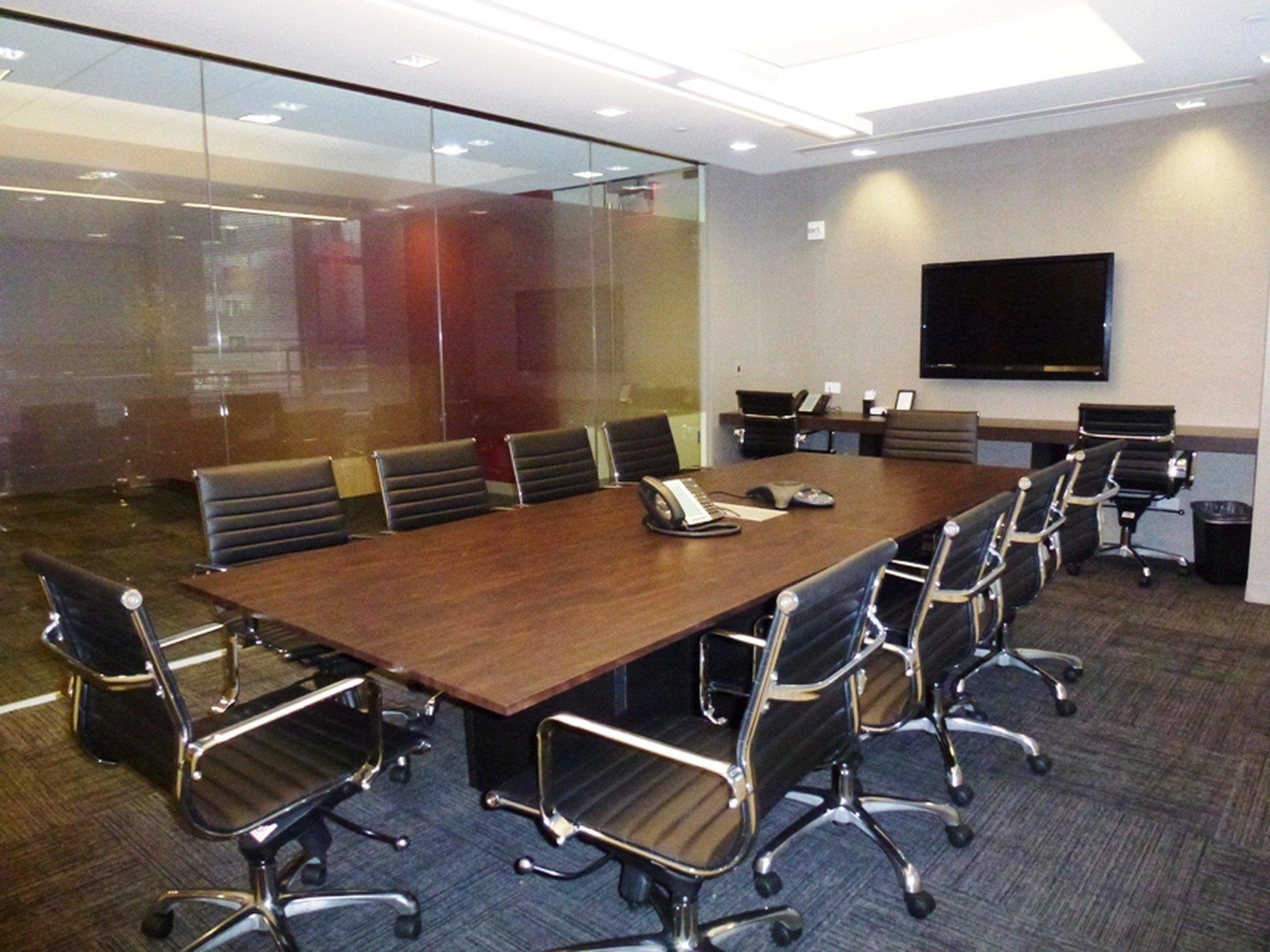 NYC training rooms Salle de réunion 10 Person Window Board Room at 54th and Lexington Ave image 0