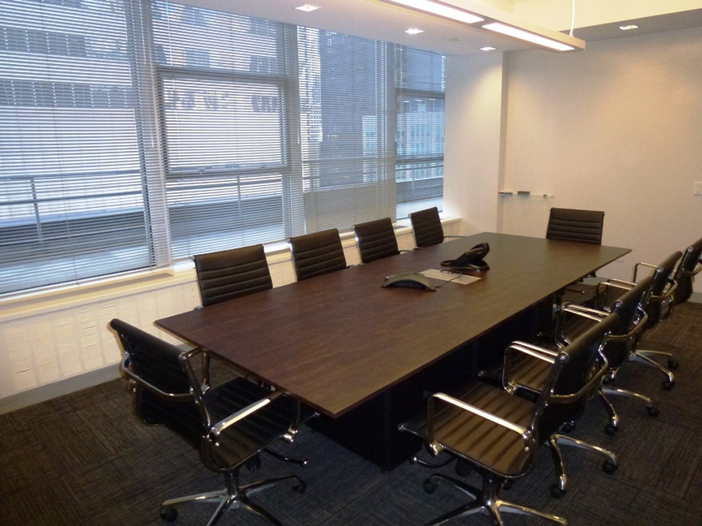 NYC training rooms Salle de réunion 10 Person Window Board Room at 54th and Lexington Ave image 2