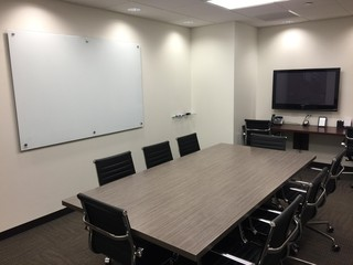 NYC workshop spaces Meetingraum Corporate Suites 8 Person Meeting Room at 47th and Third Avenue image 2