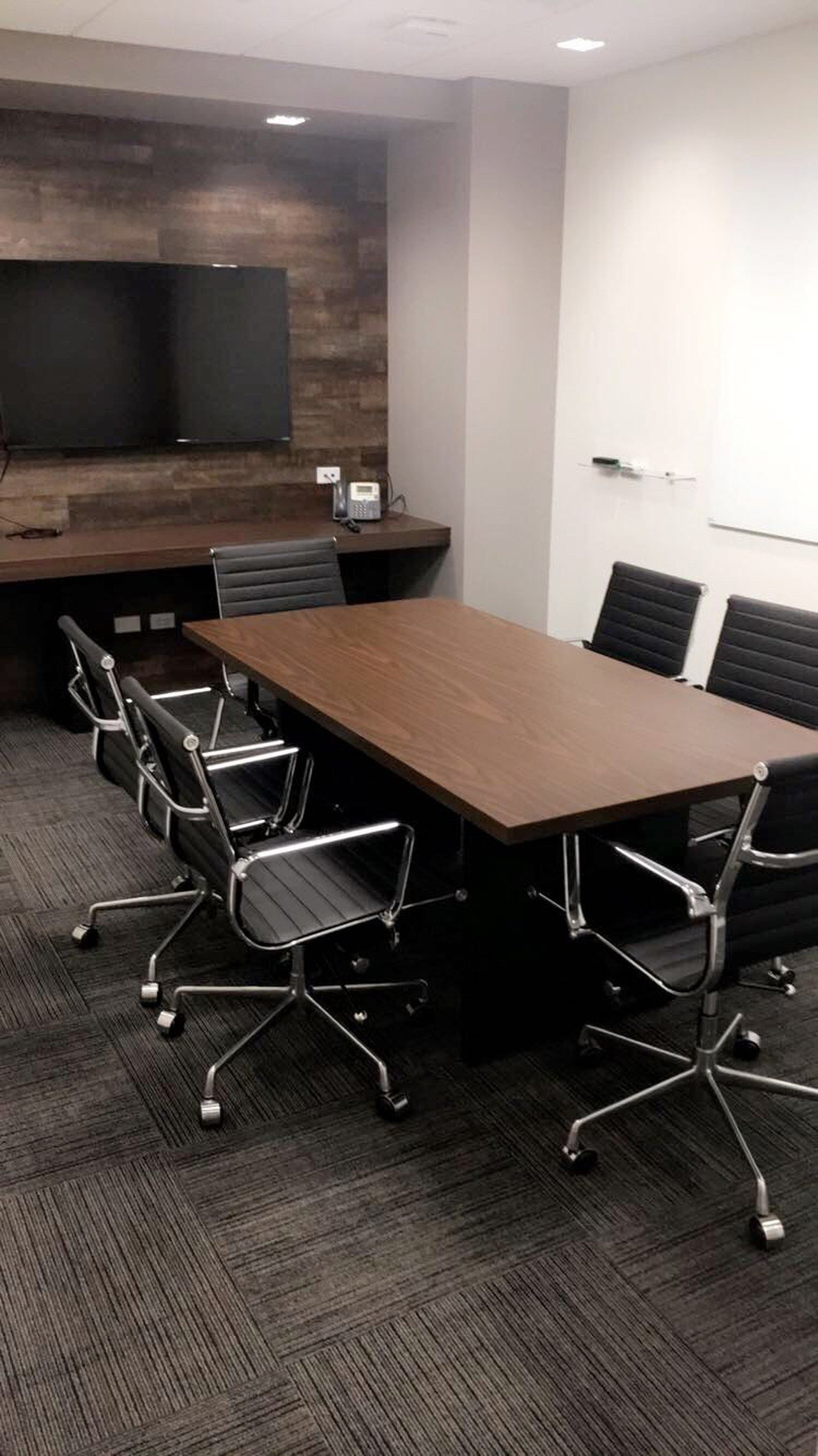NYC training rooms Meeting room 6 Person Meeting Space at 54th and Third Avenue image 0