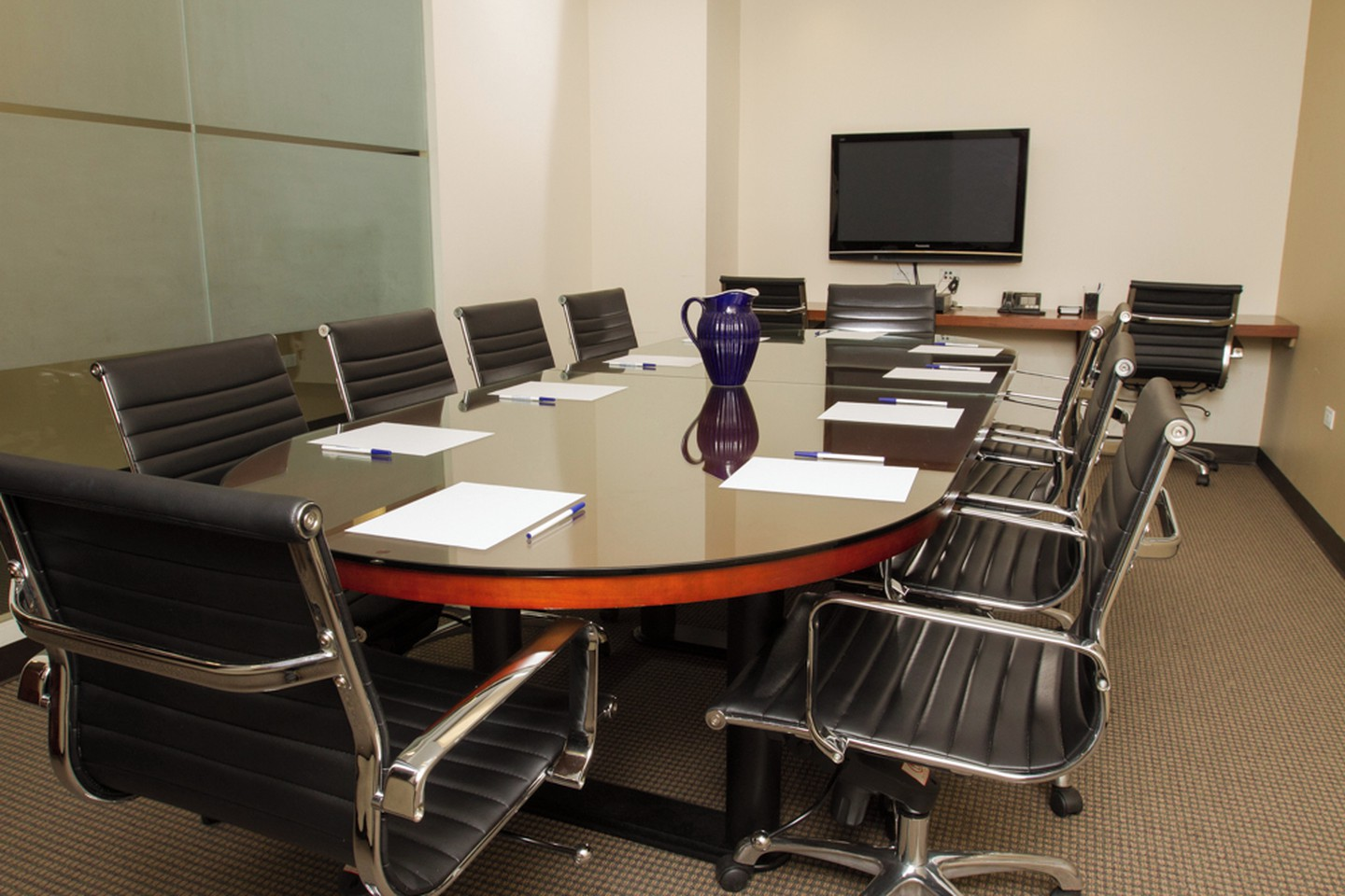 NYC training rooms Meetingraum Corporate Suites -10 Person Meeting Room Madison Ave image 1