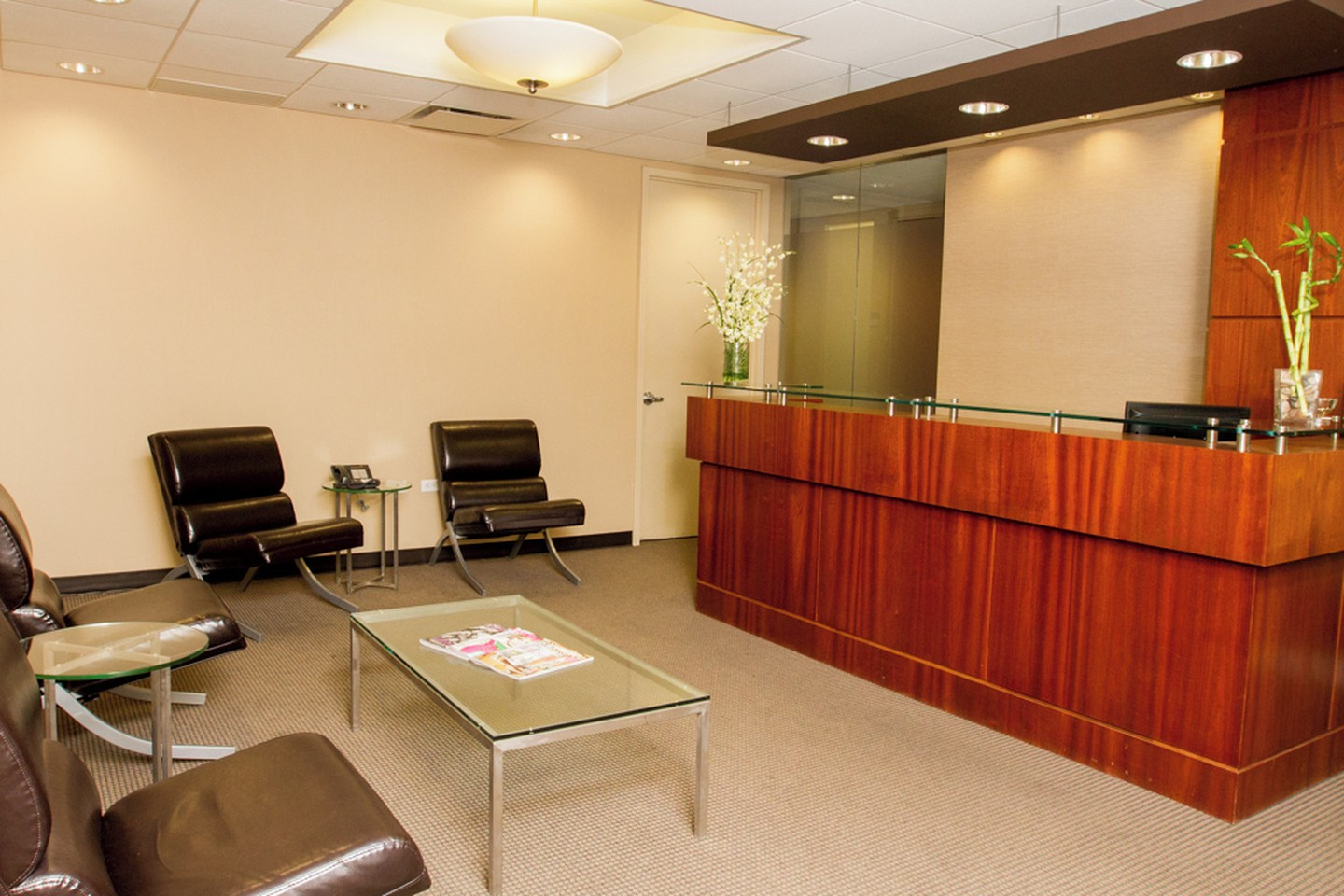 NYC training rooms Meetingraum Corporate Suites -10 Person Meeting Room Madison Ave image 2