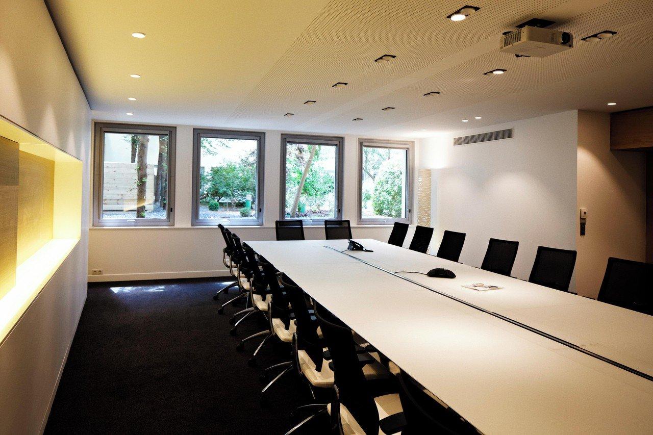 Paris Salles de conférence Meeting room Paris Office Project - Conference room - Champs Elysées image 3