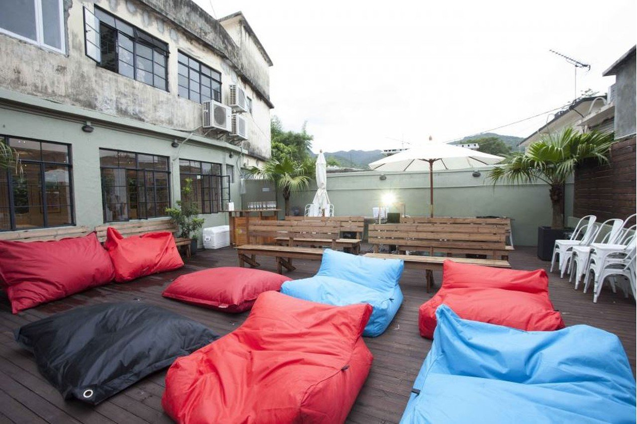 Hong Kong workshop spaces Patio / Cour extérieure The Hive Sai Kung - Courtyard image 0