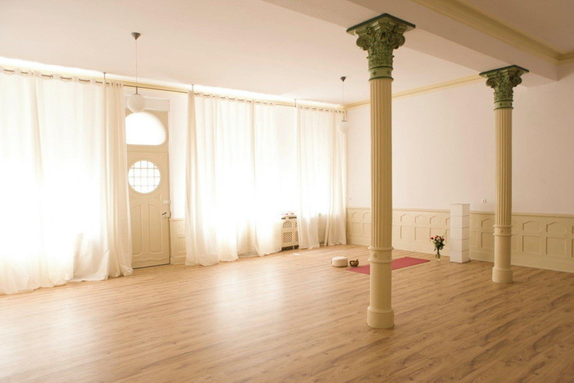 Mannheim training rooms Besonders Yoga Flow image 4
