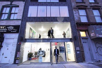 NYC  Galerie Bowery Gallery Space image 3