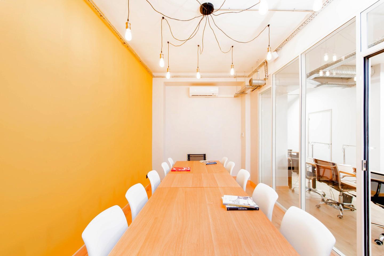 Paris Espaces de travail Coworking space Eat Two Work - meeting room 14pax image 9