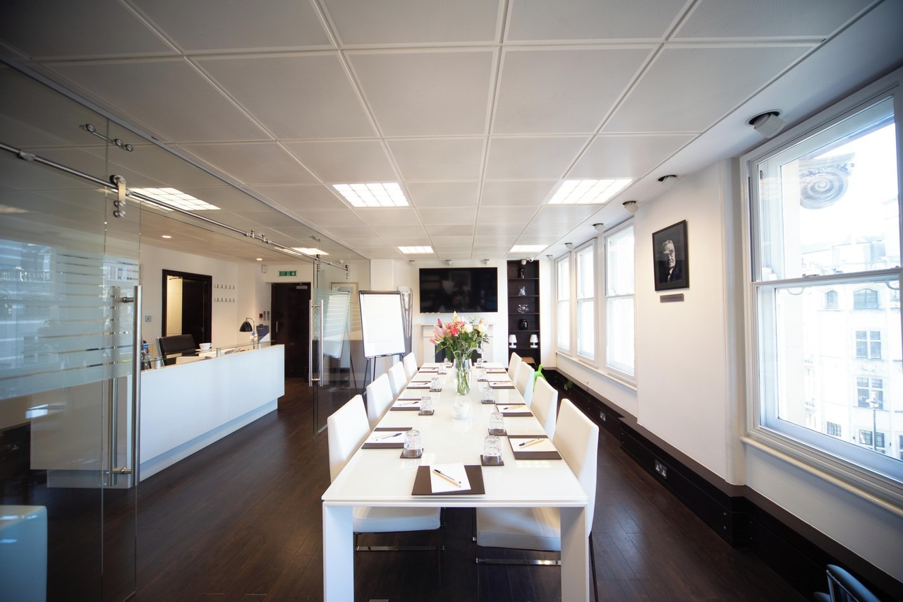London training rooms Meeting room Mayfair Boardroom for up to 12 people image 0