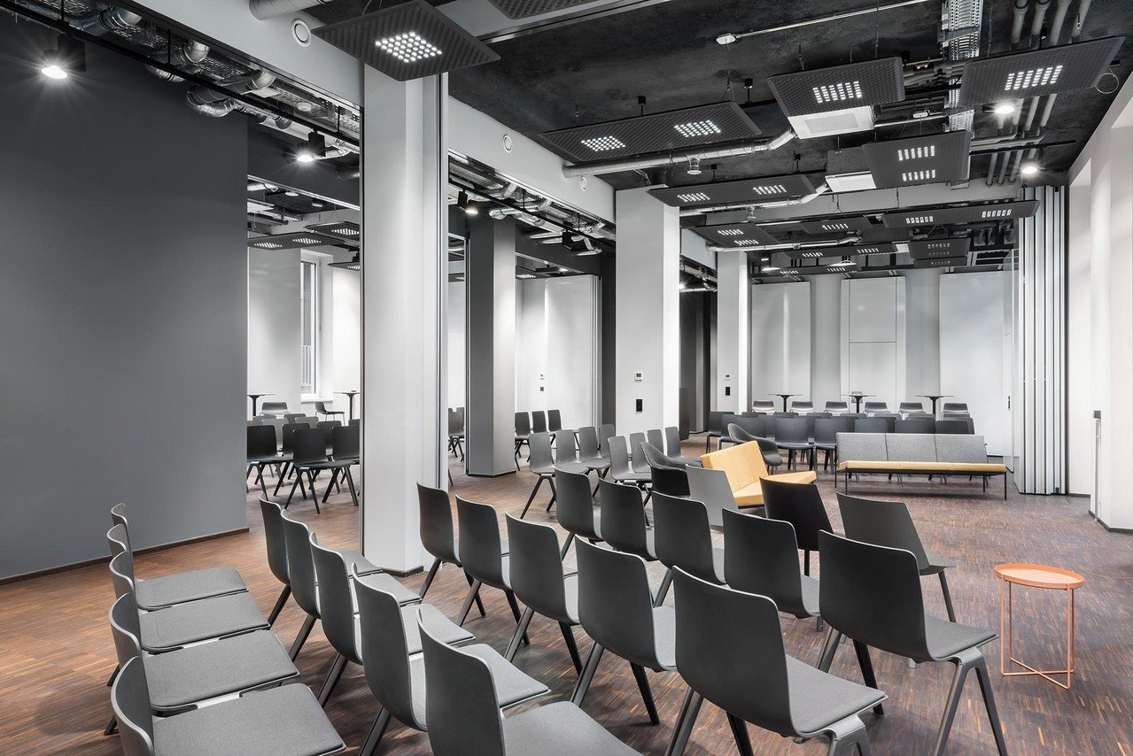 Cologne training rooms Salle de réunion Design Offices Cologne Gereon - Training Room 1 & 2 + Project room 1 image 1