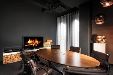 Nürnberg corporate event spaces Meetingraum Fireside Room image 26