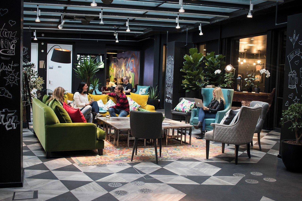 rent24 berlin mitte swing away mieten in berlin. Black Bedroom Furniture Sets. Home Design Ideas