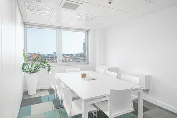 Barcelona  Meeting room Hub & in image 4