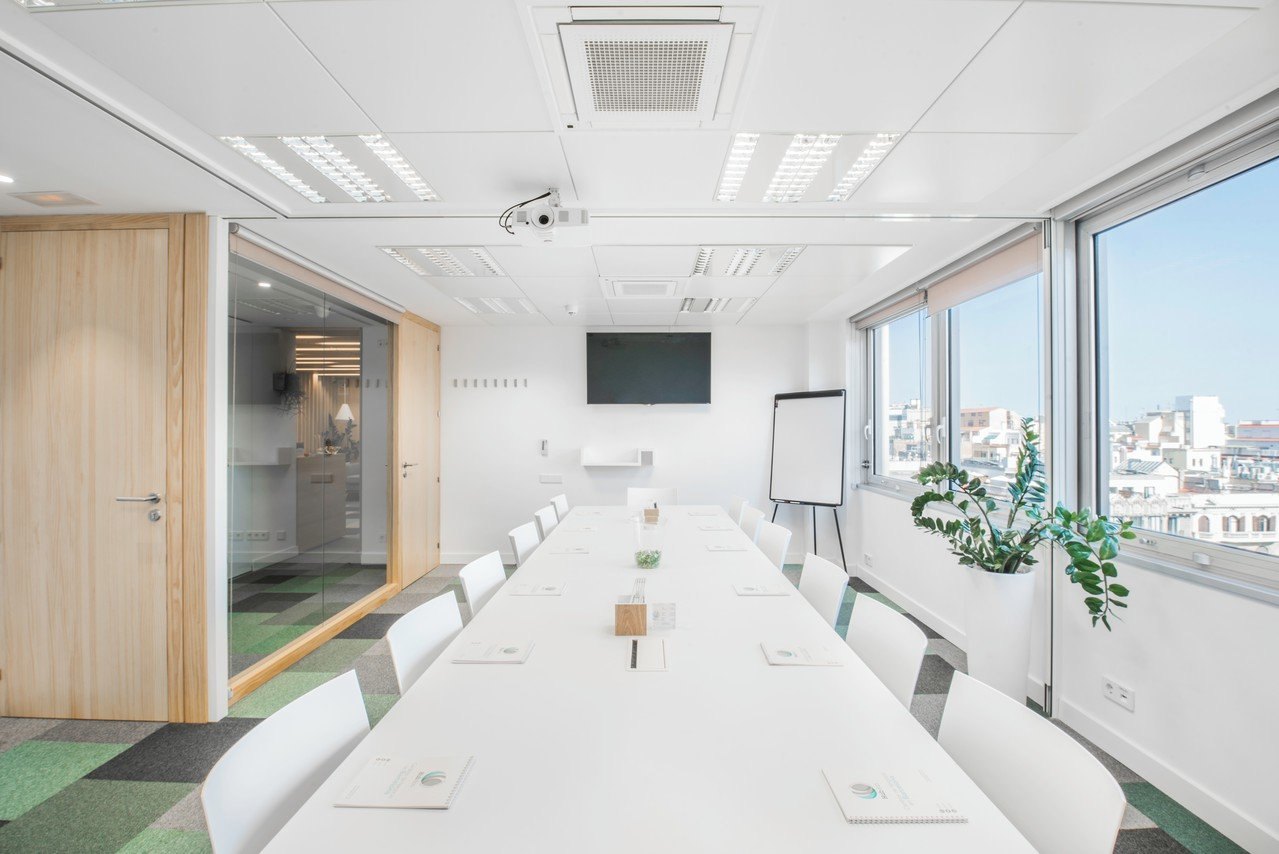 Barcelone  Salle de réunion MEETING ROOM PREMIUM FOR UP TO 14 PEOPLE (MR3 + MR4) image 1