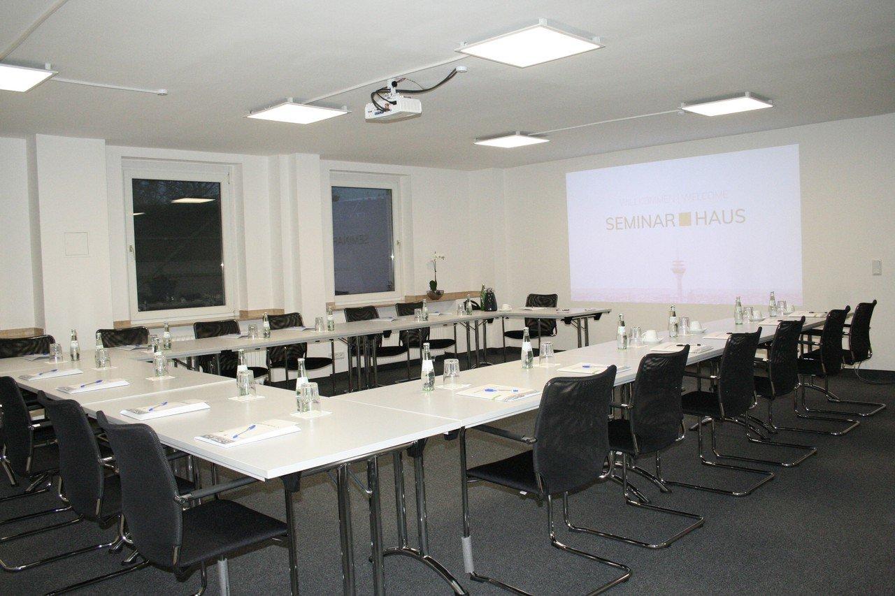 Düsseldorf workshop spaces Boardroom Heinrich image 1