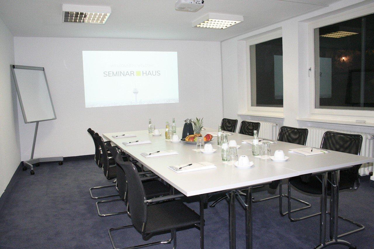 Düsseldorf workshop spaces Meeting room Clara image 0