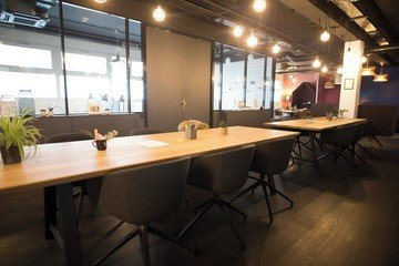 Paris  Coworking space Work & Share image 3
