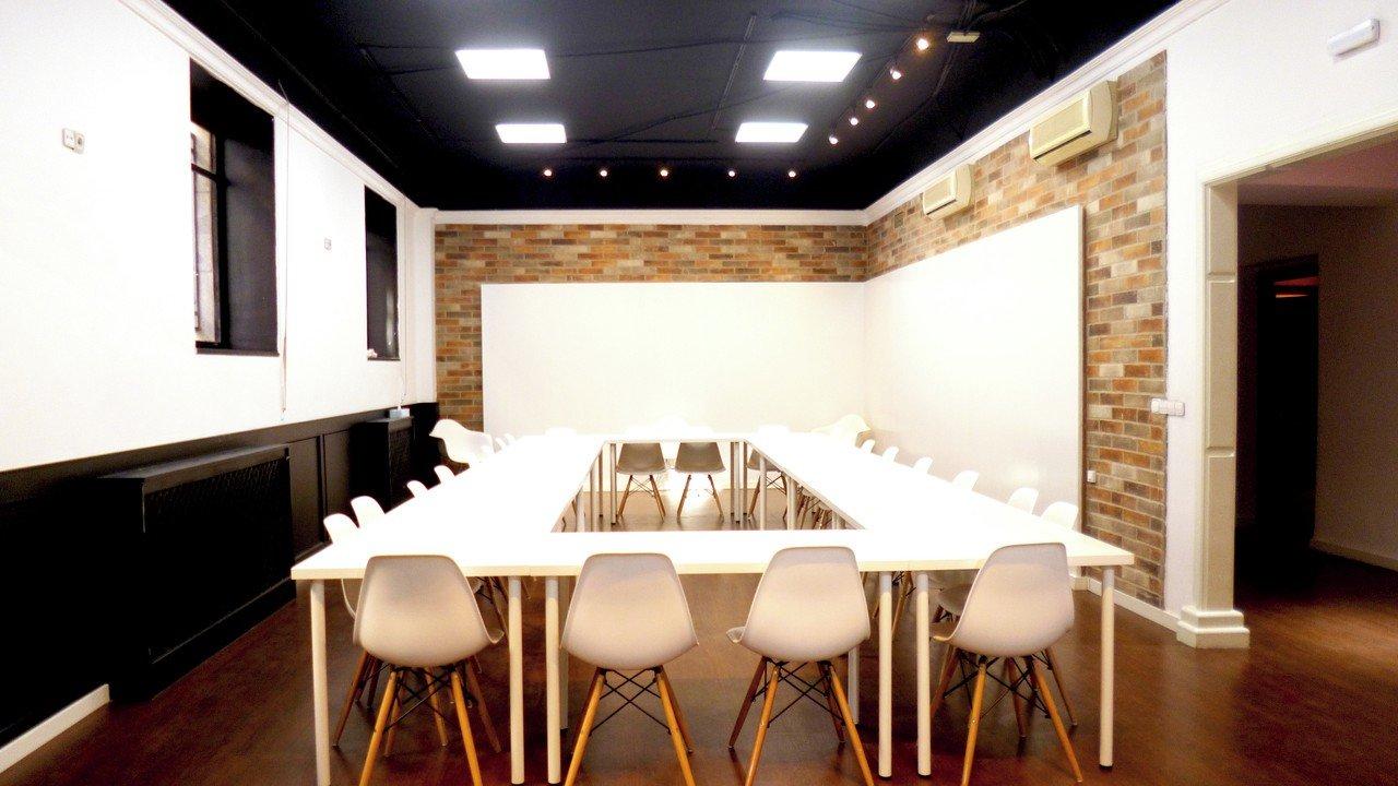 Madrid training rooms Meeting room WORKANDWIFI image 0