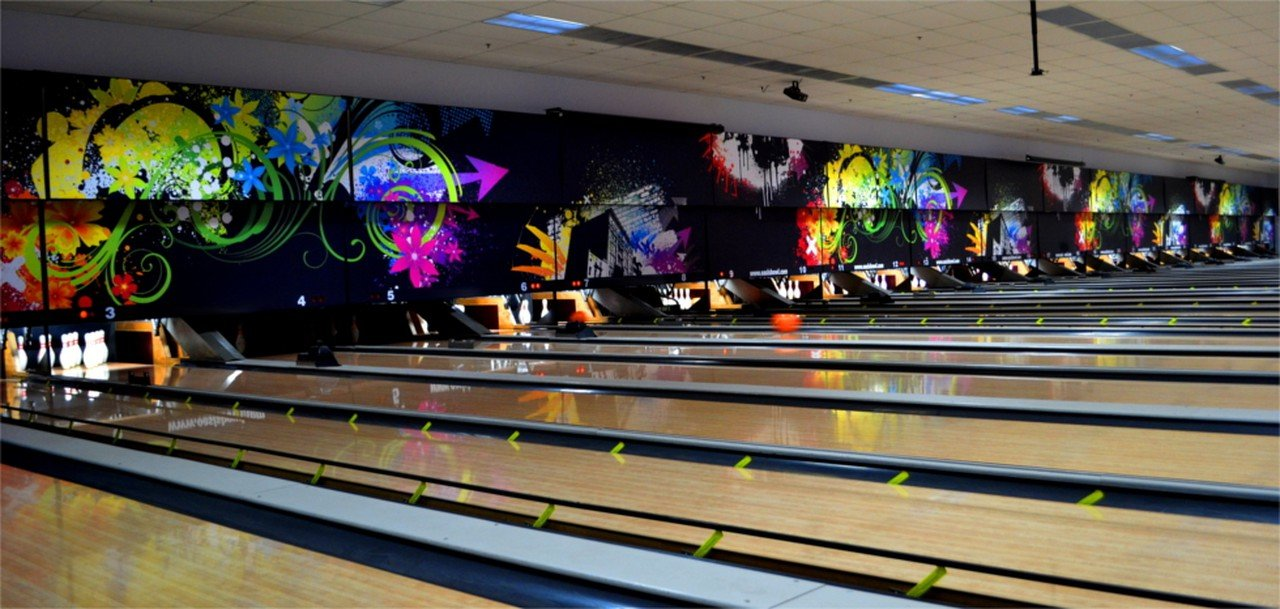 Rest der Welt corporate event venues Besonders Stars and Strikes - Buford image 3