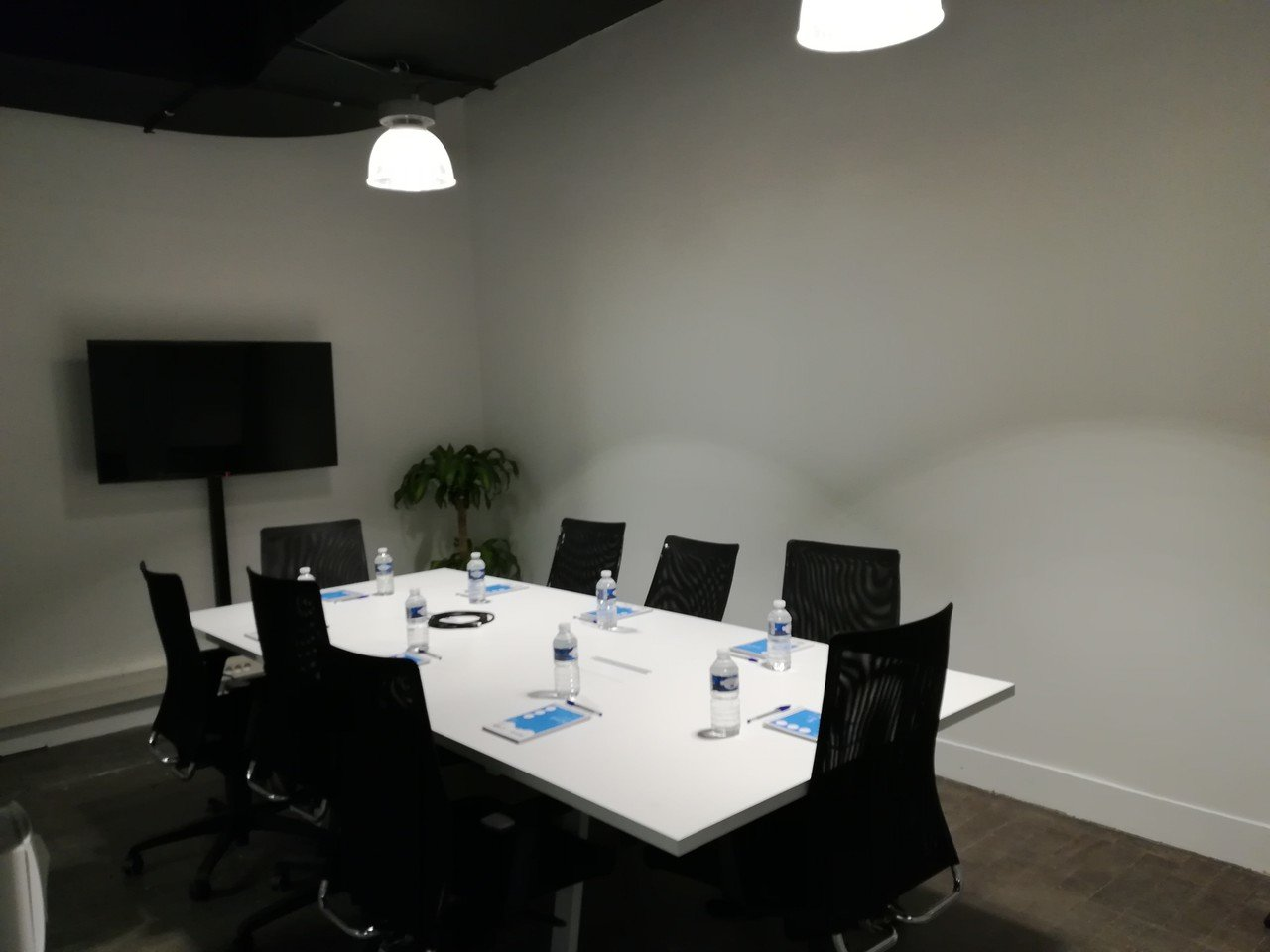 Autres villes  Espace de Coworking Meeting room (10 pax) near Train Station of Lille-Flandres image 1
