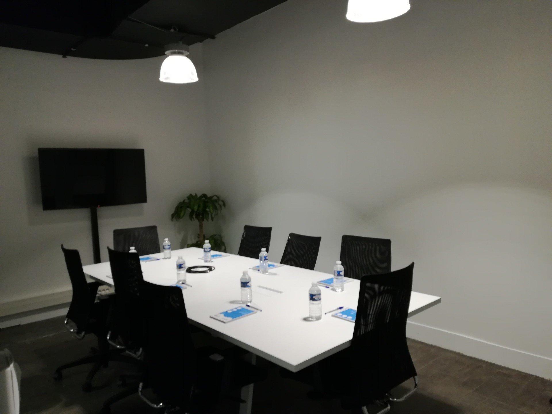 Autres villes  Espace de Coworking Meeting room (10 pax) near Train Station of Lille-Flandres image 1