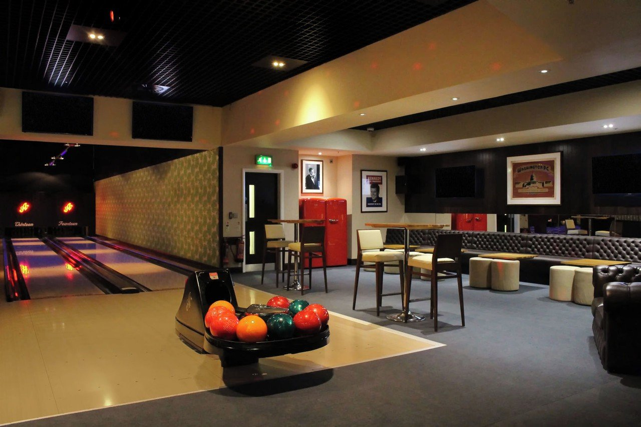 Londres corporate event venues Lieu Atypique All Star Lanes - The Club House image 2
