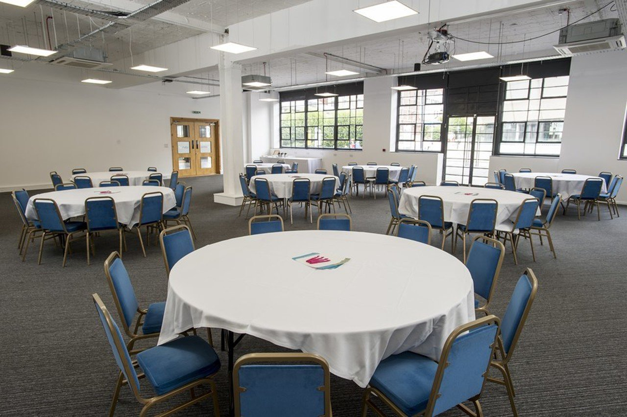 Sheffield seminar rooms Salle de réunion Showroom Workstation - The Creative Lounge image 0