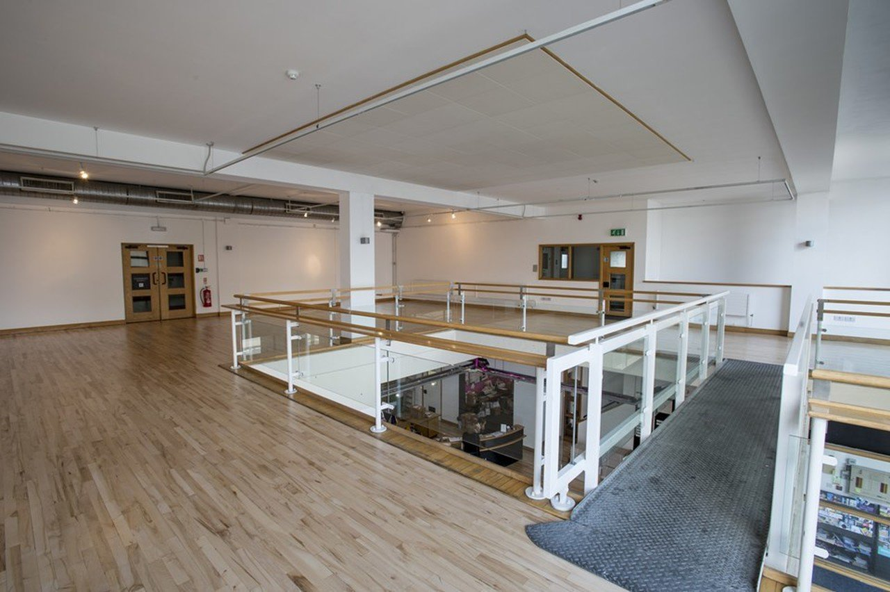 Sheffield seminar rooms Salle de réunion Showroom Workstation - Mezzanine image 0
