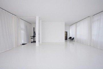 Munich  Studio Photo Schalterhalle image 1