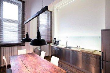Munich  Studio Photo Schalterhalle image 3