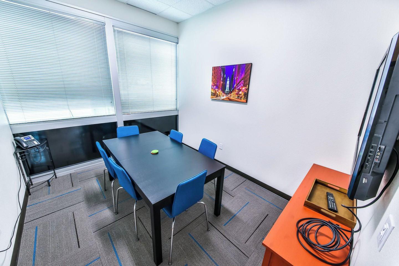 Austin conference rooms Salle de réunion T-Werx Coworking - Twin Creeks image 1